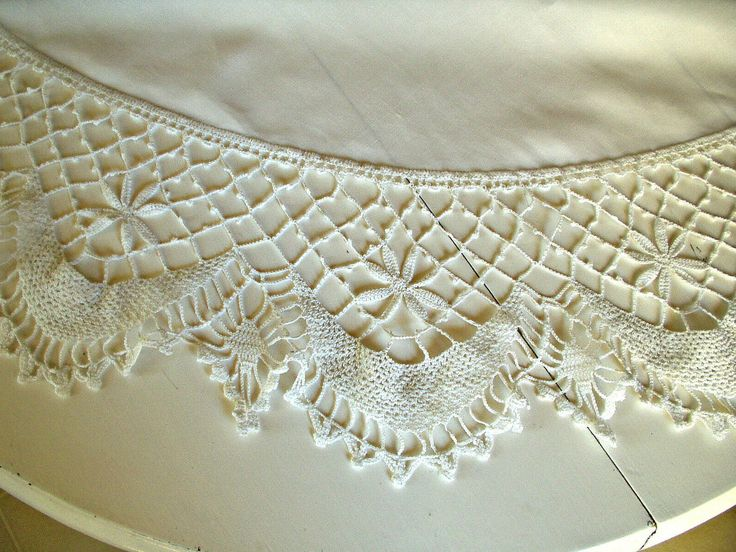 The Gatherings Antique Vintage   Vintage 1900s 1920s Round White Linen  Tablecloth Crochet Lace Edging,