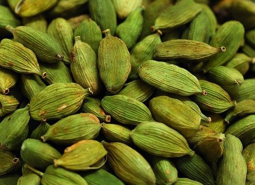Buy farm fresh green cardamom from Spice Idukki. We are providing superior quality spices online. Shop various Indian spices online now. #spices #indian #food #foodblog #foodlover #cook #cookbook
