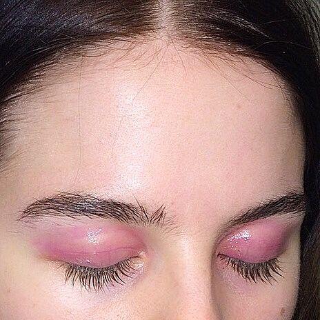 Bold eyebrows + pink cream eyeshadow