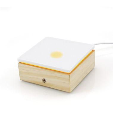 Le diffuseur Stonelia square est un diffuseur à chaleur douce pour les huiles essentielles et parfums naturels d'ambiance pour créer une ambiance parfumée et chaleureuse.