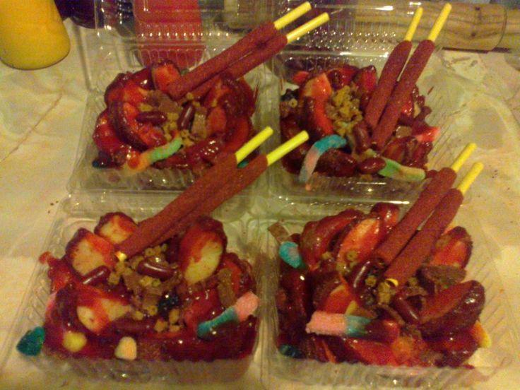 Manzanas con tamarindo preparadas con chamoy y golosinas