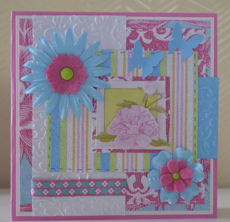 Papier: Daisyd's   afbeelding: Marjoleine  embossingmal: Craft Concepts  vlinderpons: Martha Stewart