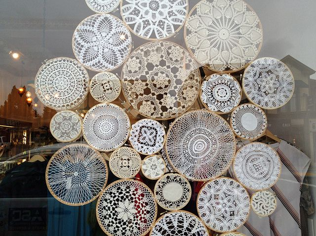 This is such a pretty idea to put lace doilies in hoops and display! They look a like snowflakes, so very good for winter.