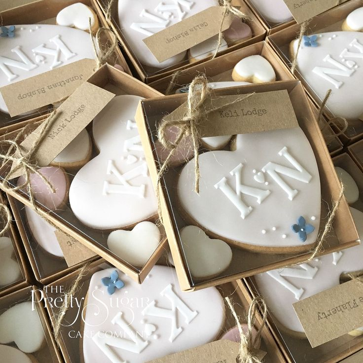 Wedding favours personalised heart cookies