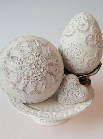 peipschuim bal of ei met kant bewerkt die gedrenkt is in pretex of paverpol
