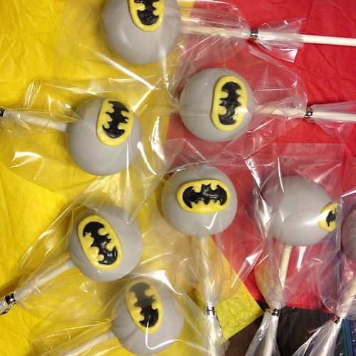 Batman cake pops found on Flickr at KCreationCakepops #batman #super hero