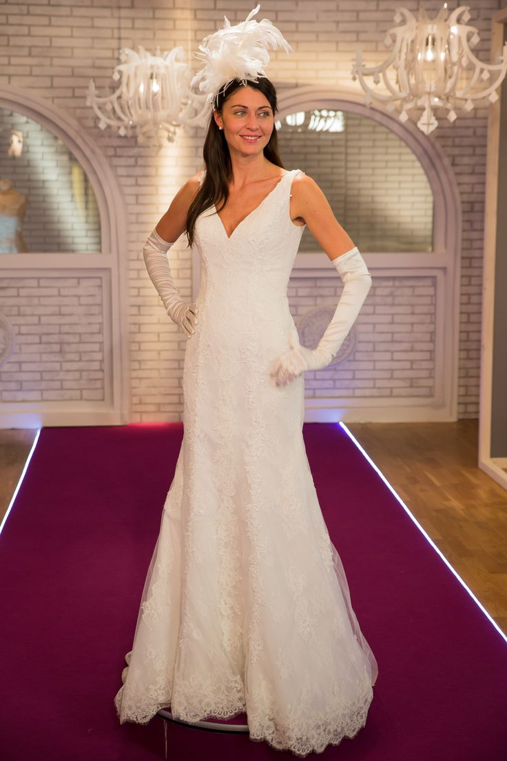 """Ginetta Suspension white by Nigel Coates is the star on the set of """"Chi veste la sposa"""", on air every wednesday at 22.00 on Lei Tv, Sky #Slamplacement www.slamp.com"""