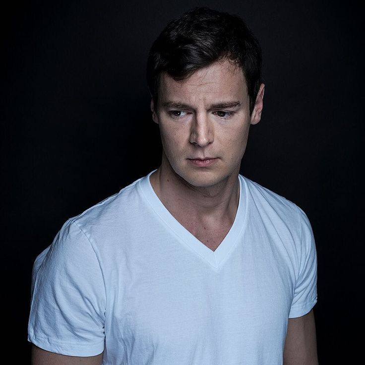 Do casting directors recognize some inner darkness in Benjamin Walker? In a recent interview with @nytimes the actor wondered (jokingly) why directors keep tapping him for homicidal parts. He wielded an ax in the 2012 flop movie Abraham Lincoln: Vampire Hunter. And soon hell be portraying the investment banker and recreational killer #PatrickBateman in the upcoming Broadway adaptation of @bretelliss controversial 1991 novel American Psycho. The 33-year-old actor has found unexpected…