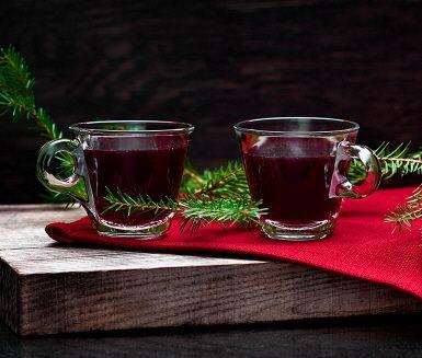 När decemberkylan kommer är det härligt att värma sig med hemmagjord glögg. Den är inte helt sockerfri - istället får den sin aromatiska sötma från äppelmust och russin. Då även rödvin kan innehålla socker är det en bra idé att kika på etiketten och välja ett med mindre än 3 gram socker.