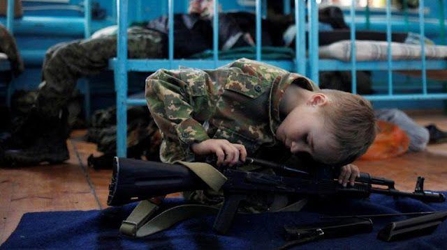 Anak-anak Rusia dilatih militer  Asrama militer anak General Yermolov Cadet School di Rusia (CNN)  Rusia memiliki sekolah militer anak bernama General Yermolov Cadet School yang berlokasi di Sengileyevskoye dekat Stavropol. Di sekolah tersebut anak-anak diajarkan disiplin militer dan pengetahuan mengenai senjata termasuk cara membersihkan dan menyusun ulang senapan Kalashnikov. Cara menembak senapan itu pun diajarkan pada anak-anak dalam pelajaran praktek. Sekolah ini menyebut kamp pelatihan…