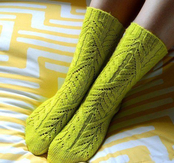Носки спицами с красивым узором