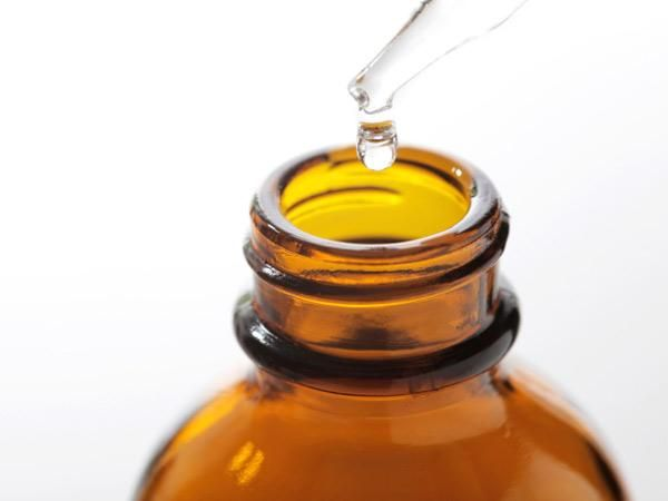 The Remedist = Tea Tree Oil For dandruff and itchy scalp