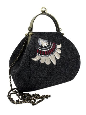 Small vintage embroidered graphite handbag with gold chain and handle | SoLime