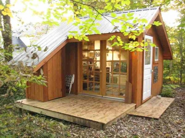 Totally in love with this little art shed/office... only 120 sq. feet.  Would be awesome tucked under the trees