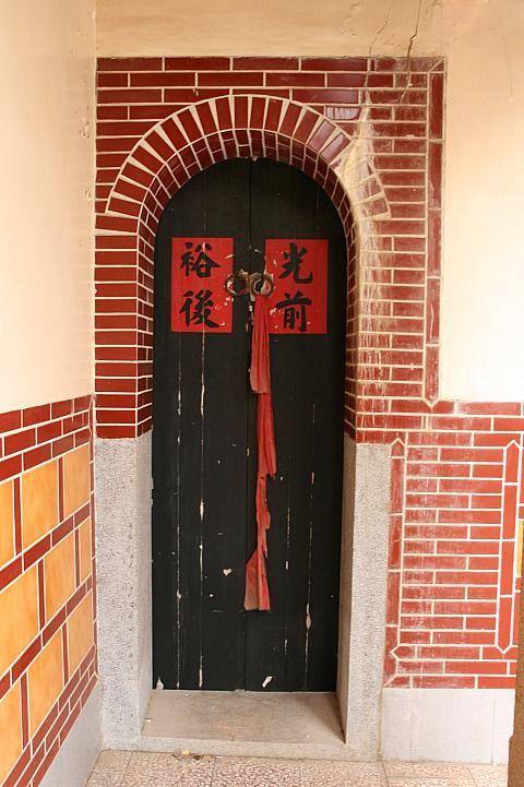 閔南建築の特徴として、黒がふんだんに使われます。台湾おすすめの観光スポット、金門。