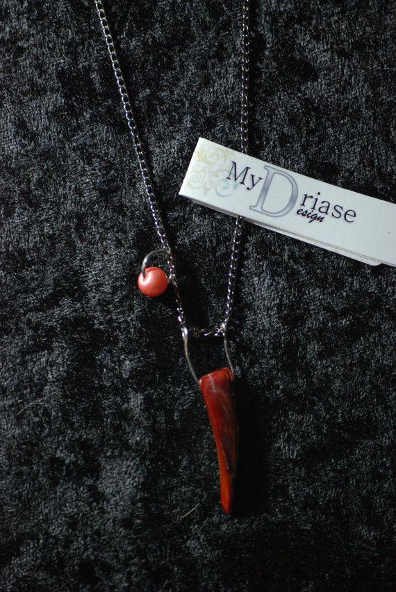 collier avec perle de verre et pendentif en coquillage rouge