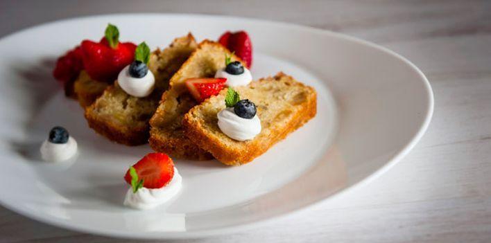 Plumcake alle banane. Per leggere la ricetta: http://myhome.bormioliroccocasa.it/myhome/it/home/spazio-alle-idee/idee-chef/Plum-cake-alle-banane.html