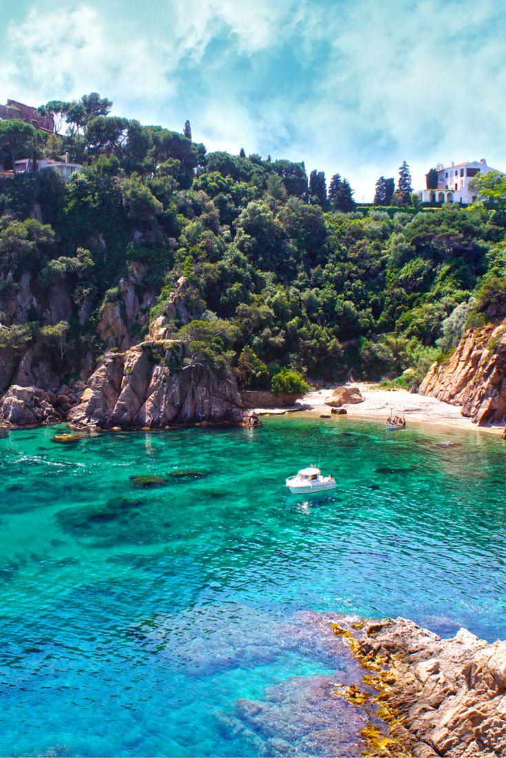 Wegdromen aan de Costa Brava.. nu iedereen weg gaat, ga jij dat ook, want v/a €154 zit jij met je appartement aan het strand een week in Spanje! Kweek ook die jaloersmakende tint,