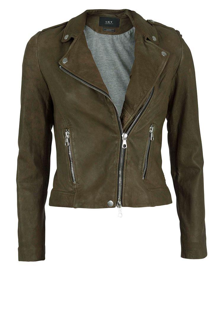 SEASON MUSTHAVES   Leather jacket Tyler: http://www.littlesoho.com/leren-jasje-tyler-kaki-p-29664.html