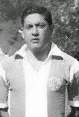 Albano Maria Bastos Rodrigues Sarmento nasceu no dia 2 de Agosto de 1935 em Cedofeita na cidade do Porto. Fez toda a formação nas escolas do Futebol Clube do Porto e foi já nos juniores que junto com o seu irmão Ângelo, que se sagrou Campeão Nacional da temporada de 1952/53, o que foi o primeiro título da categoria ganho pelo F.C. Porto. Em 1954/55 integrou o plantel principal dos portistas, tendo participado em 4 partidas, todas a contar para o Campeonato Nacional. Na temporada de 1955/56…