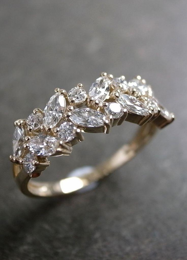Anillo de diamantes en talla marquesa