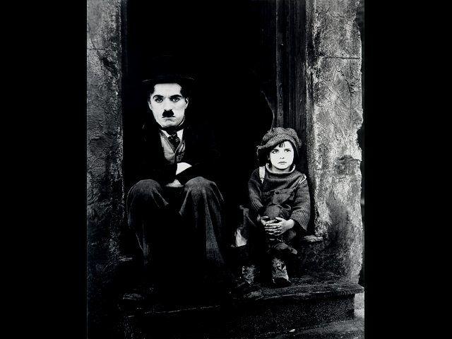 Las 10 mejores películas de #CharlesChaplin http://www.rpp.com.pe/2013-12-25-las-10-mejores-peliculas-de-charles-chaplin-a-36-anos-de-su-partida-foto_657430_3.html