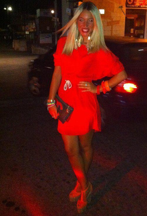 red  , Blanco in Vestiti, Chanel in Clutch / Pochette, Gaia in Tacchi / Zeppe
