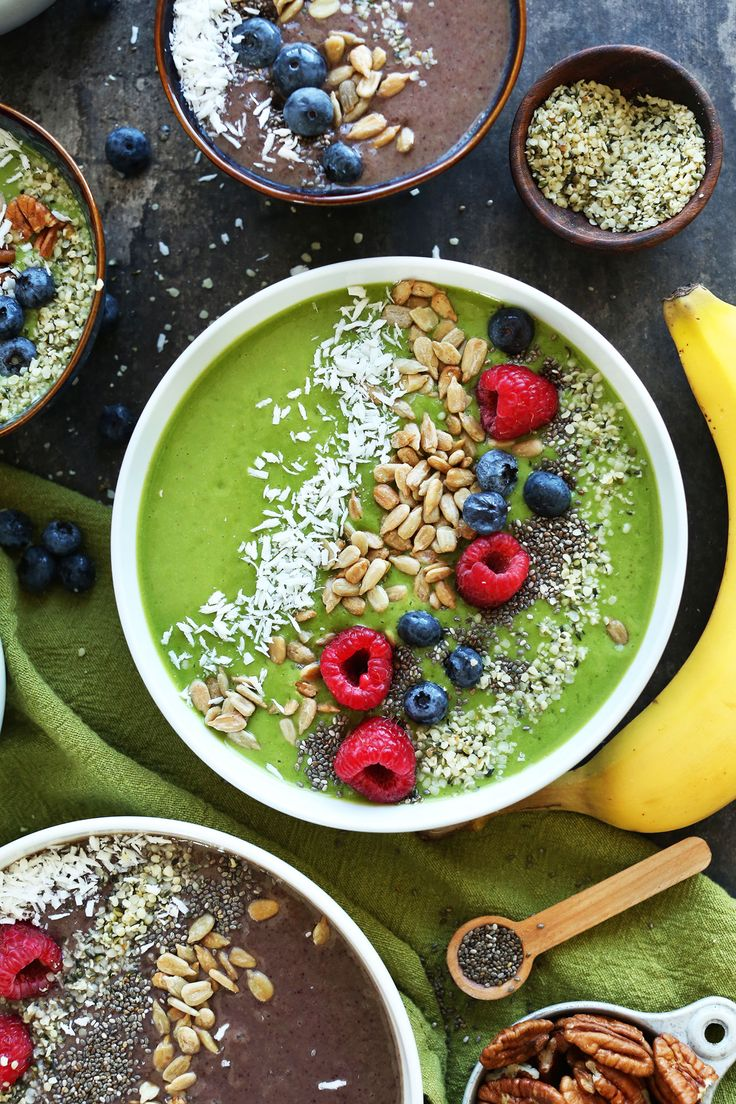 AMAZING Green Smoothie Bowls! Change the color with shade of berry. The BEST way to make a smoothie a meal! #vegan #glutenfree