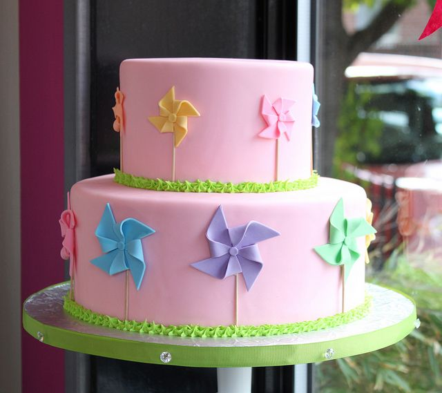 Love this sweet Fondant Pinwheel Cake by Whipped Bakeshop