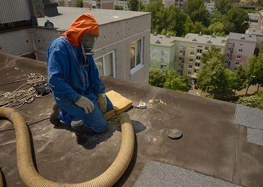 Hova tűnik a meleg egyharmada? A lakás hőjének több mint 30 százaléka – tehát a meleg egyharmada – a tetőn keresztül szökik ki, hiszen a meleg levegő felfelé száll. Lehet, hogy Ön már kicserélte az összes elavult nyílászáróját, vagy már túl van a külső, és belső – utólagos – hőszigetelésen, de még mindig tudna 30% energiát megspórolni a tetőszigeteléssel, a fújható szigeteléssel.