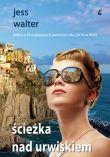 Rok 1962. Gdzieś na skalistym odcinku skąpanego w słońcu wybrzeża Włoch młody hotelarz, zatopiony w marzeniach, spogląda na rozświetlone wody Morza Liguryjskiego. Widzi, jak łodzią przybliża się ku niemu zjawa: smukła jasnowłosa kobieta, zjawisko w bieli. To aktorka, jak się wkrótce okazuje, gwiazdka amerykańskiego kina.