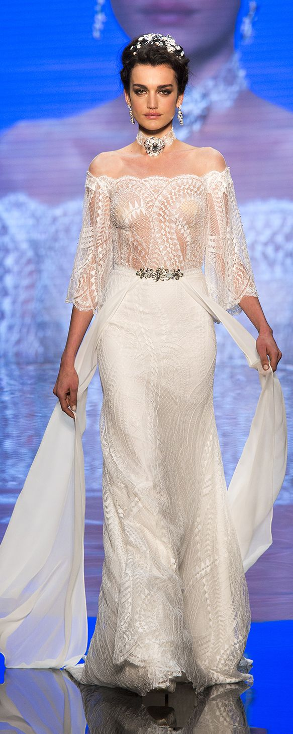 Alessandra Rinaudo Bridal Couture 2017 Collection. Wedding dress made of lace, chiffon and jewels. www.alessandrarinaudo.it