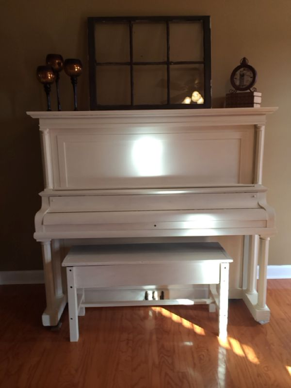 Diy vintage upright piano redo using annie sloan chalk for Classic house piano