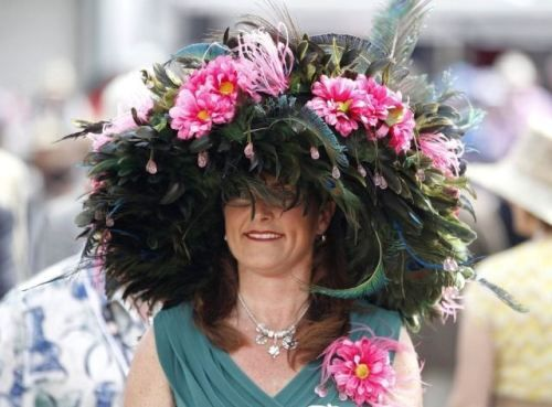 Roses & Races: The Arc of San Antonio's Derby Night // Hats