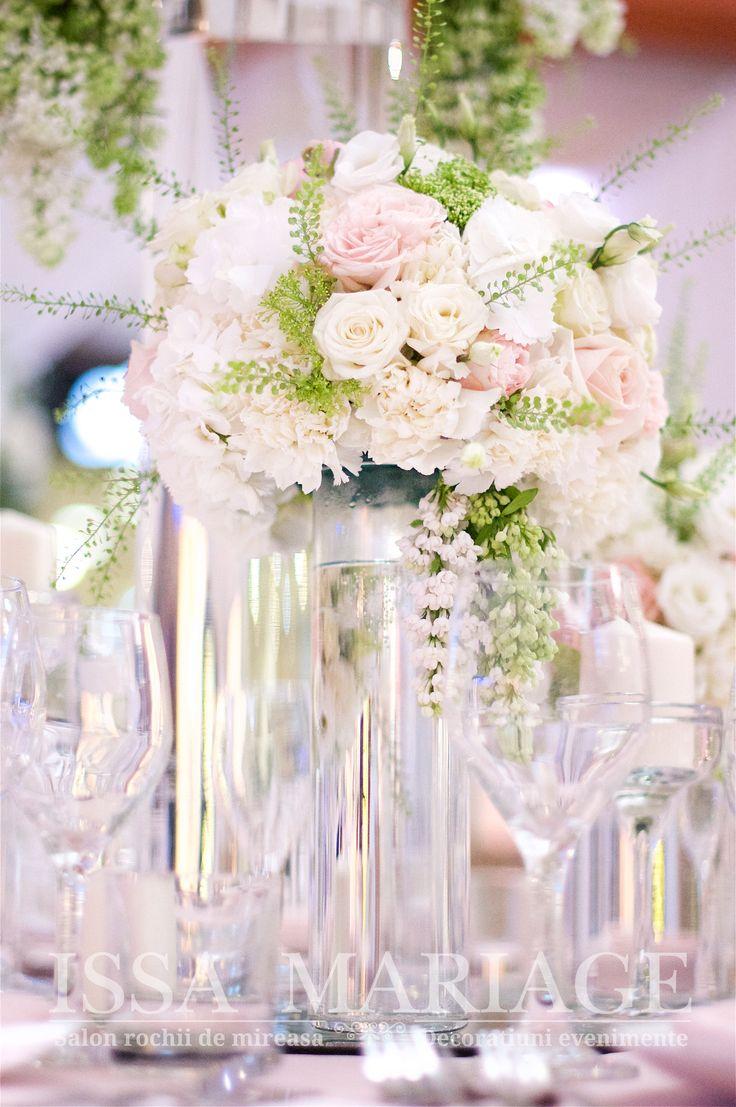 Buchete florale nunta pe vaze cilindrice transparente IssaMariage 2017