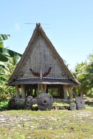 """Ud over djævlerokker er Yap også kendt for øens stenpenge. Det lyder nærmest for mærkeligt til at være sandt, men her på Yap findes verdens største og tungeste penge – helt op til 4 tons pr. stk.! Alle stenpengene er lavet på Palau ud af kalksten. Yapeserne sejlede til Palau, huggede en """"mønt"""" ud af sten med datidens redskaber og …"""
