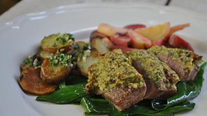 Recept: Lamsrugfilet op lamsoor met knoflook aardappeltjes http://brabantn.ws/5WY