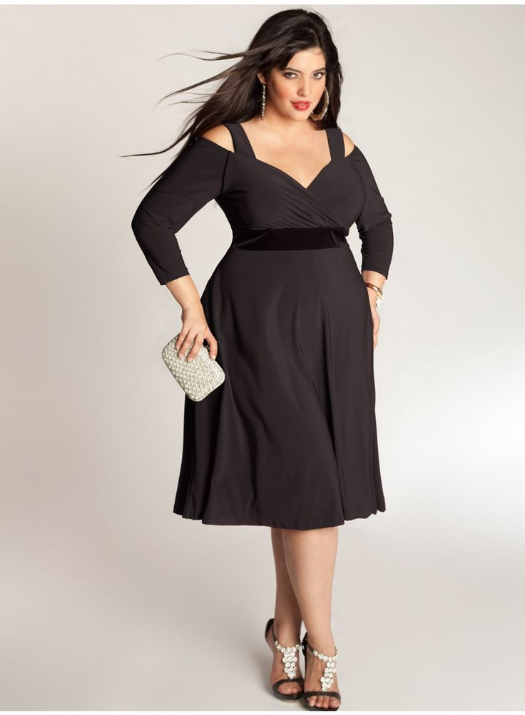 Siren Dress in Black by Igigi for the voluptuous woman. This dress perfectly  compliments the fuller bust,  big bust,  big breasted or curvy woman.