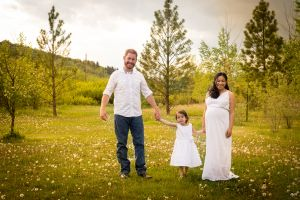 Calgary Family Photographer || Family Photos & Maternity photos outdoors © Photographs by Grace 2015 #familyphotography #maternityphotography