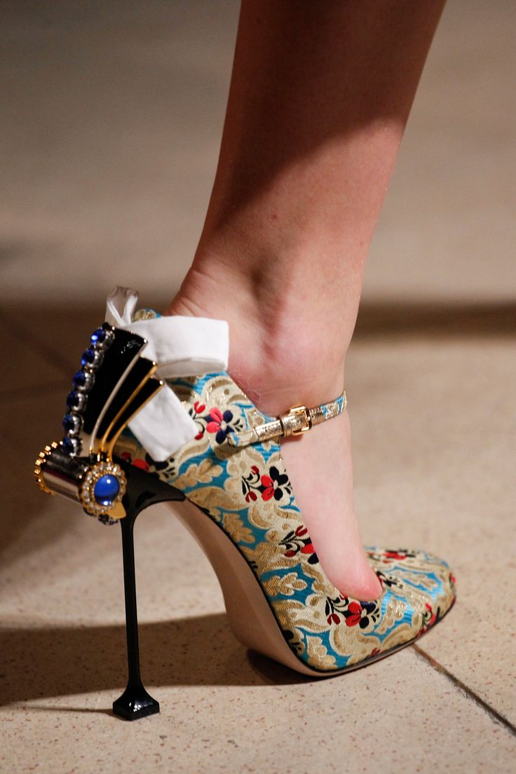 Los creadores de obras maestras hechas zapatos ¡Hermosas creaciones!