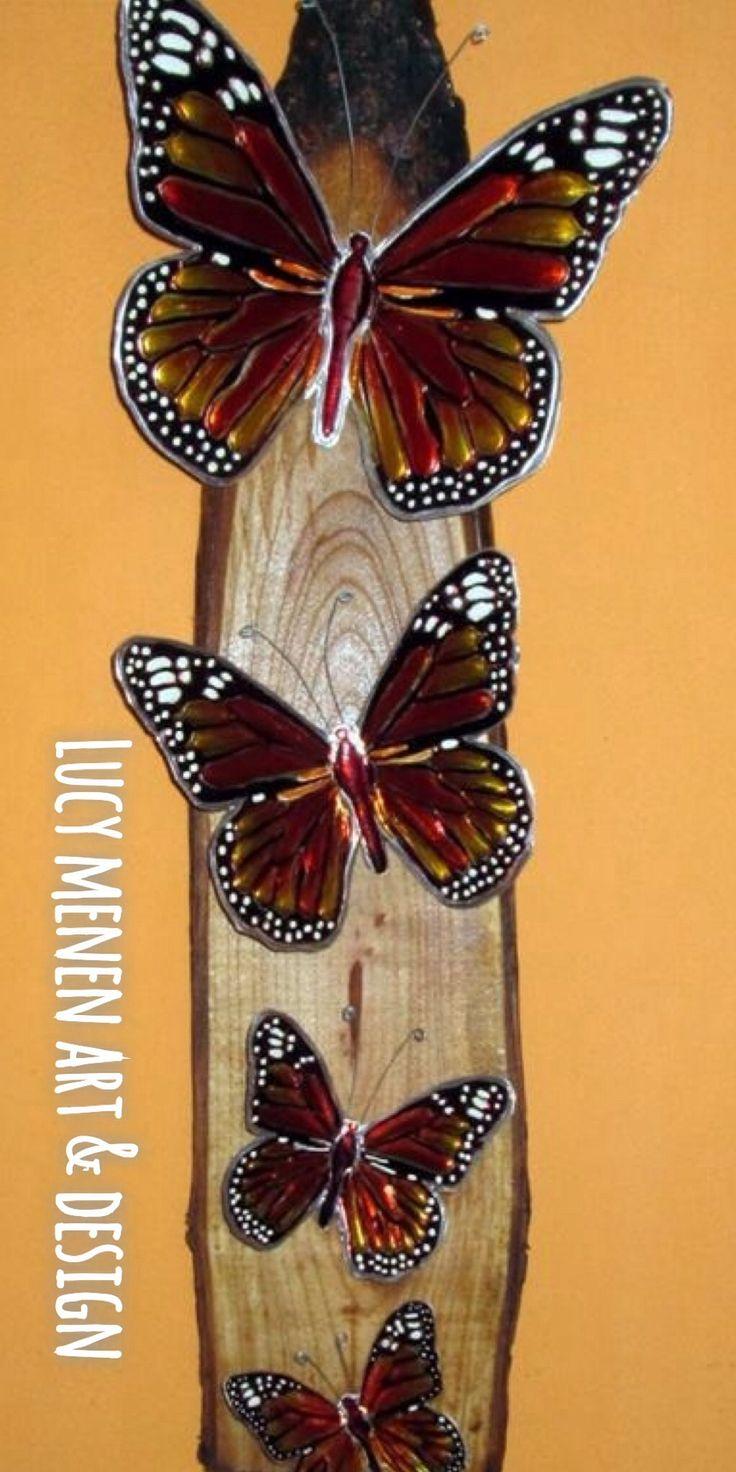 Mariposas Monarca en arte repujado sobre añillo de madera cedro tratado.