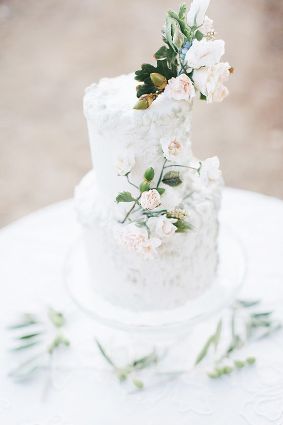 Simple elegant white wedding cakes | http://fabmood.com/simple-elegant-white-wedding-cakes/