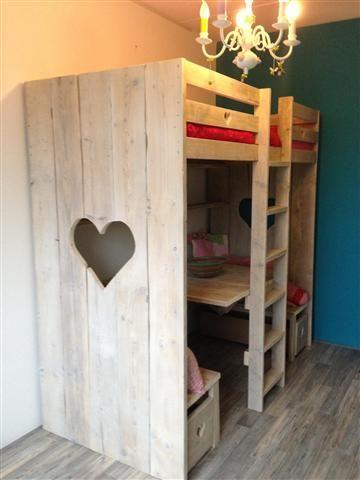 25 beste idee n over stapelbed bureau op pinterest ruimtebesparende bedden trap lades en - Ruimtebesparende mezzanine ...