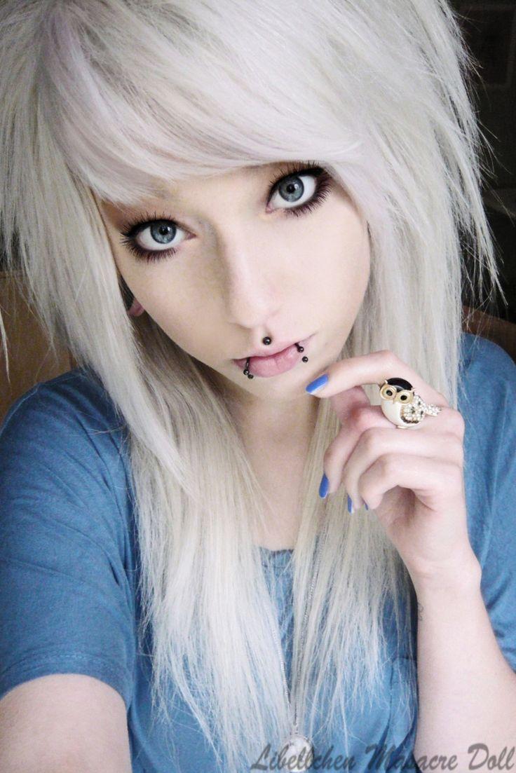 scene-blonde-girl