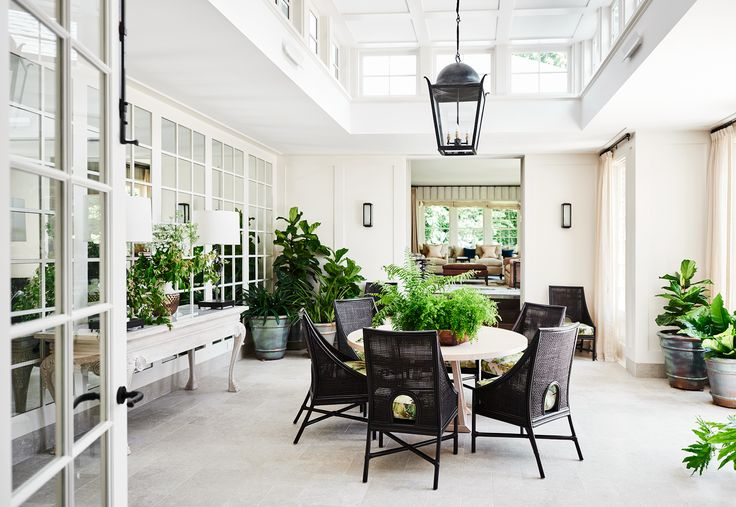 The stunning conservatory in this renovated 1930s Georgian home provides the perfect versatile entertaining space for friends and family. Photography: Lisa Cohen | Story: Belle