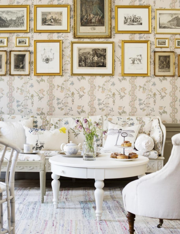 Vintage Room With Gold Picture Frames Fantastic Wallpaper