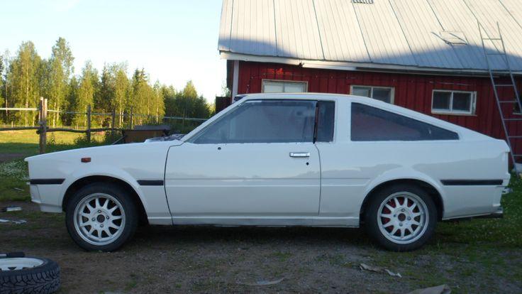 Veli kunnosti vuoden 1980 Toyota Corolla Coupen. Projektin alussa kuulemma aihiota ei edes autoksi tunnistanut. Kunnostuksen Veli aloitti maaliskuussa 2014 ja maali tuli pintaan heinäkuussa. Pohjamaalina on Troton filleri ja pinnassa Mipan akryylimaalia.