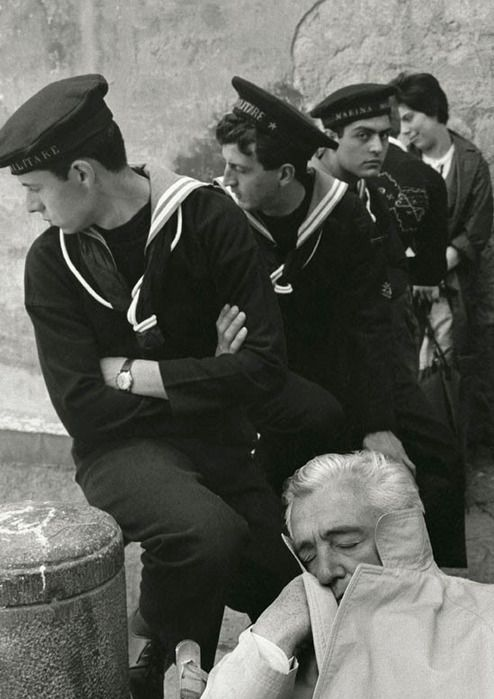 Herbert List: Vittorio de Sica, Naples, 1961. Only the sailor is aware of the camera.