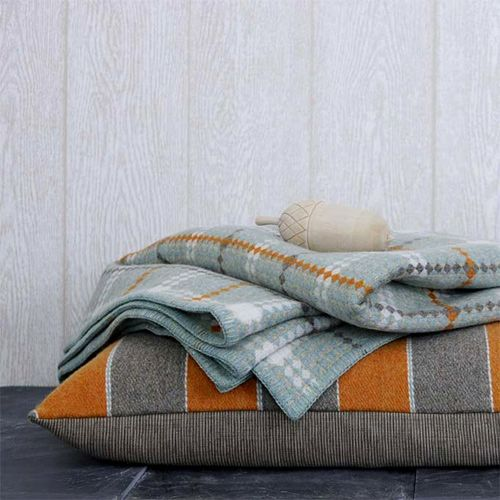 Winter blankets: pretty, soft, and so cozy :): Wool Cushions, Color Palettes, Living Rooms, Color Combos, Color Schemes, Color Pallett, Color Combinations, Autumn Colour Textiles, Fall Color