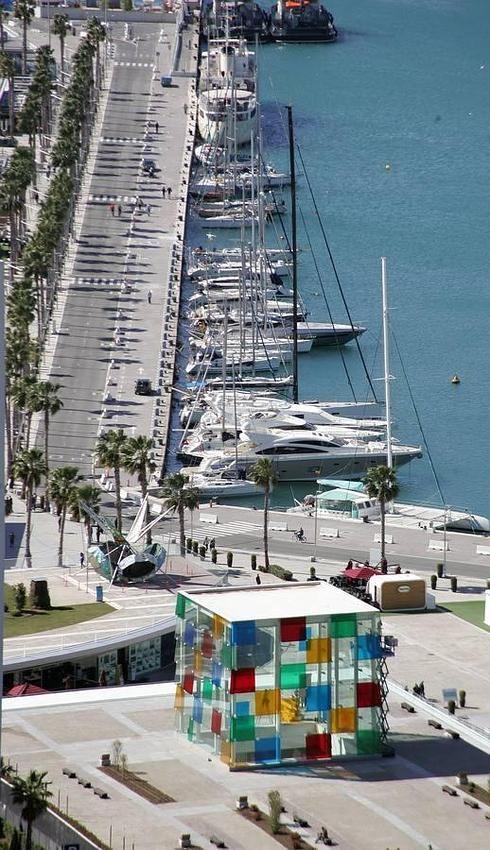 El Pompidou le pone color al  Muelle Uno de Málaga (ES)